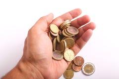 El control de la mano acuña euros Foto de archivo