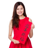 El control de la mujer con el chun del fai de China, significado de la palabra está bendiciendo el buen lu Fotos de archivo libres de regalías