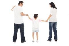 El control feliz de la niña parents las manos juntas Foto de archivo libre de regalías