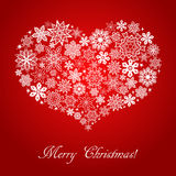 El corazón consistió en los copos de nieve en fondo del cuadrado rojo Fotografía de archivo