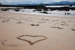 Corazón de la arena de la playa Fotografía de archivo libre de regalías