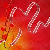 El corazón de la cinta significa el afecto y la atracción del amor Foto de archivo