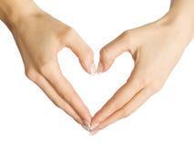 El corazón de la forma de las manos femeninas Imagen de archivo