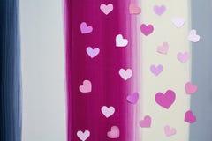 El corazón de papel de la tarjeta del día de San Valentín modela el fondo Imagen de archivo libre de regalías