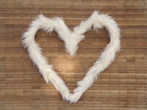 El corazón de peludo en la superficie de madera Imágenes de archivo libres de regalías