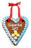 El corazón 2017 del pan de jengibre de Oktoberfest en blanco aisló el fondo Foto de archivo