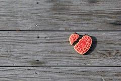 El corazón quebrado adornó la galleta Imagenes de archivo