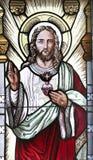 El corazón sagrado de Jesús en vitral fotos de archivo