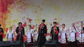 El coro aficionado canta canciones almacen de video