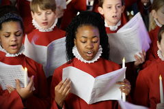 El coro realiza villancicos de la Navidad Foto de archivo libre de regalías