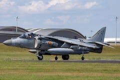 El corredor de cross español de Española McDonnell Douglas EAV-8B de la armada de la marina de guerra salta los aviones de jet foto de archivo libre de regalías