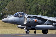 El corredor de cross español de Española McDonnell Douglas EAV-8B de la armada de la marina de guerra salta los aviones de jet imágenes de archivo libres de regalías