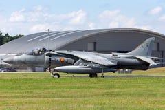El corredor de cross español de Española McDonnell Douglas EAV-8B de la armada de la marina de guerra salta los aviones de jet foto de archivo