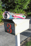 El correo basura de la Navidad del monstruo no cabrá adentro imagen de archivo