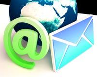 El correo electrónico del mundo muestra la comunicación por todo el mundo con WWW Foto de archivo
