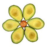 El corte de tres aguacates por la mitad y presenta en la forma de una flor imagen de archivo