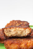 El corte transversal de albóndigas con la carne picadita Foto de archivo