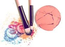 El cosmético compone la sombra de ojos del color y la caja del colorete del círculo Foto de archivo