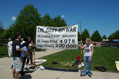 El coste de la guerra Foto de archivo