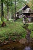 El cotage cerca del río Imagen de archivo libre de regalías