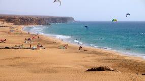 El Cotillo повреждает как вулканический пляж змея, Фуэртевентура, Канарские острова, Испания стоковое фото rf