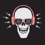 El cráneo escucha una música en auriculares Imágenes de archivo libres de regalías