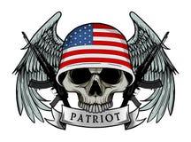 El cráneo militar o el cráneo del patriota con los E.E.U.U. señala el casco por medio de una bandera Imagen de archivo libre de regalías