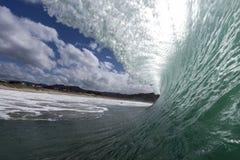 El cresting de la onda Fotos de archivo