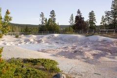 El crisol de pintura de la fuente en igualdad del nacional de Yellowstone Fotografía de archivo libre de regalías