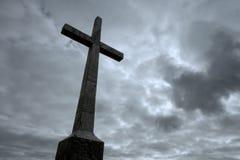 El cristiano cruza encima el cielo nublado Fotos de archivo libres de regalías