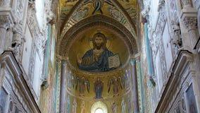 El Cristo Pantokrator, Catedral-basílica de Monreale, es una iglesia de Roman Catholic en Monreale, quemaduras meridionales de Si almacen de video