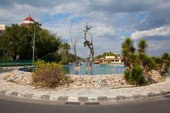 El cruce giratorio en el extremo de Punta Gorda en Cienfuegos, Cuba Foto de archivo libre de regalías