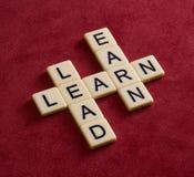 El crucigrama con palabras aprende, lleva y gana Estafa de la dirección Fotos de archivo libres de regalías