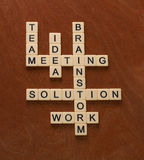 El crucigrama con palabras combina, se inspira, solución, idea RRPP Fotos de archivo libres de regalías