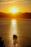El cruzar de la puesta del sol Imágenes de archivo libres de regalías