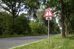 El cruzar de los tanques de la señal de tráfico Fotografía de archivo libre de regalías