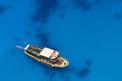 El cruzar del barco Fotos de archivo libres de regalías