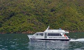 El cruzar en el Marlborough suena Nueva Zelanda Foto de archivo libre de regalías