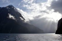 El cruzar en Milford Sound Fiordland Nueva Zelanda Fotografía de archivo