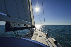 El cruzar en un barco de navegación Imágenes de archivo libres de regalías