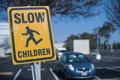 El cruzar lento de los niños Fotografía de archivo libre de regalías