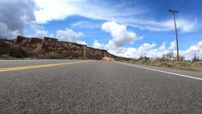 El cruzar a lo largo de la carretera 340 en 4K metrajes