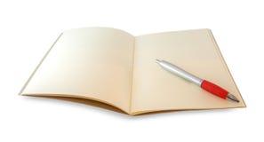 El cuaderno de Brown se abrió y mirada del inconformista de los vidrios del ojo aislado en w Imagenes de archivo