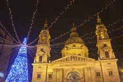 El cuadrado de la basílica en el christmastime Foto de archivo