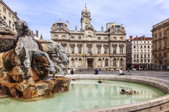 El cuadrado de Terreaux con la fuente en la ciudad de Lyon Imágenes de archivo libres de regalías