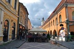 El cuadrado del consejo, ciudad de Brasov, Rumania Fotos de archivo