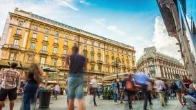El cuadrado del cordusio de Milano del día de verano apretó el lapso de tiempo del panorama 4k Italia almacen de video