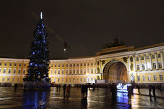 El cuadrado del palacio en St Petersburg en la noche Fotos de archivo libres de regalías