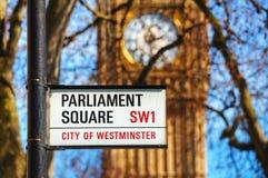 El cuadrado del parlamento firma adentro la ciudad de Westminster Imagen de archivo