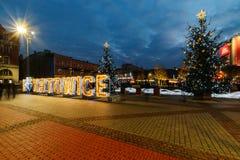 El cuadrado en Katowice adornó por las luces de la Navidad Fotos de archivo
